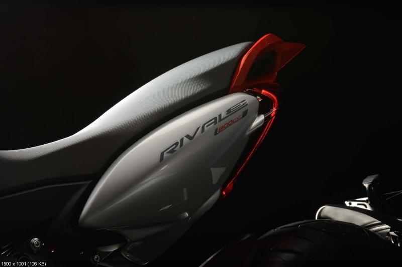 Студийные фотографии мотоцикла MV Agusta Rivale 800 2013